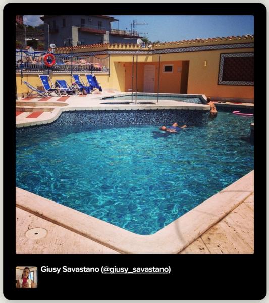 Una piscina sul tetto proposte ed eventi hotel 4 stelle napoli for Public swimming pools in naples florida