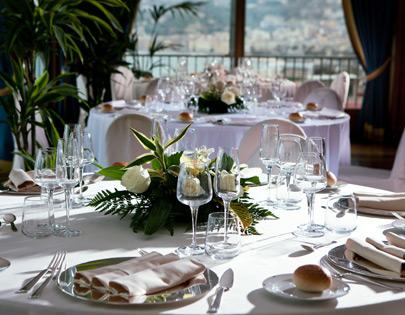 Le sale per ricevimenti di Royal Group a Napoli.