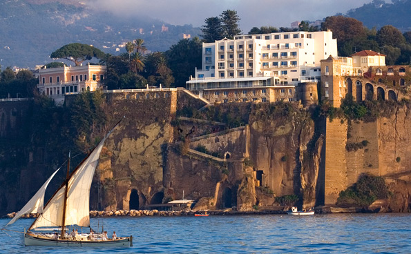 The hotel in Sorrento with a splendid view, designed by Gio Ponti.