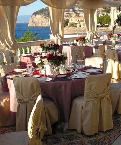 L'allestimento della terrazza per matrimoni a Sorrento.