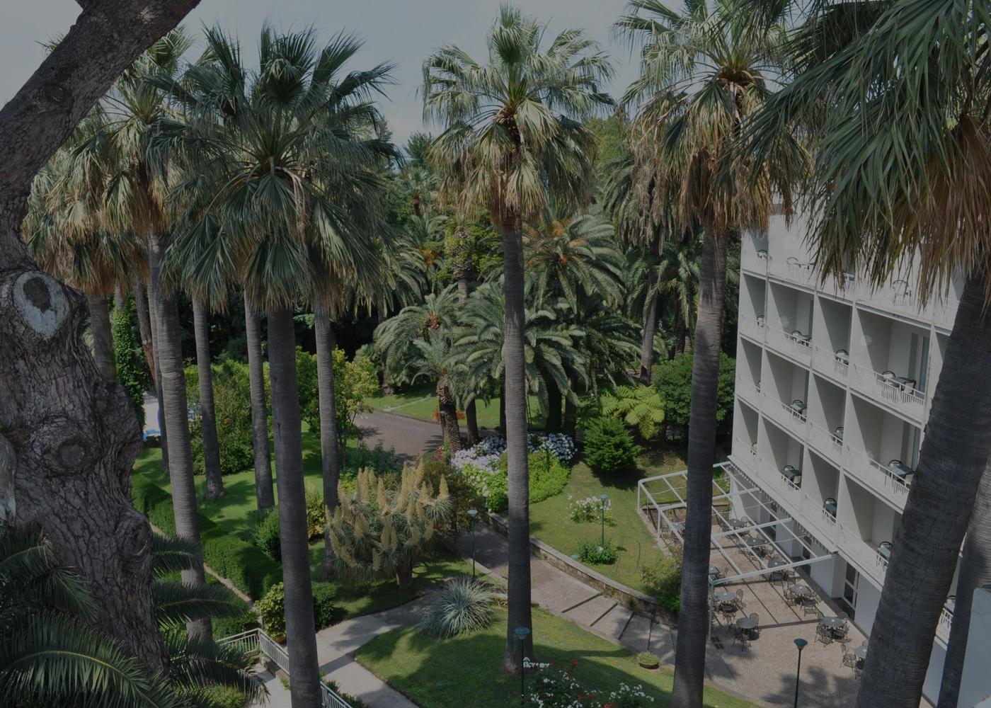 Hotel 4 stelle a Sorrento con un grande parco botanico.