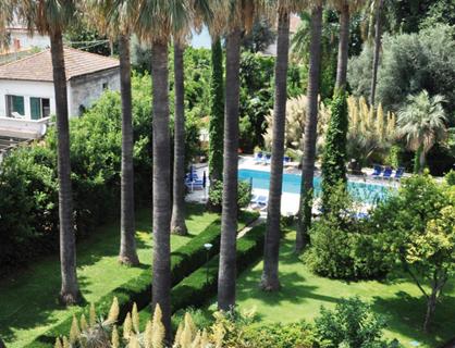 La piscina d'acqua di mare per gli ospiti dell'hotel.