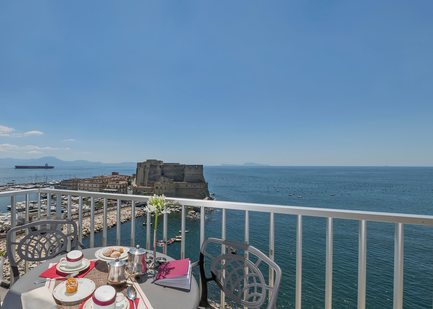 Panoramic hotel in naples with a view on the Castel dell'Ovo.
