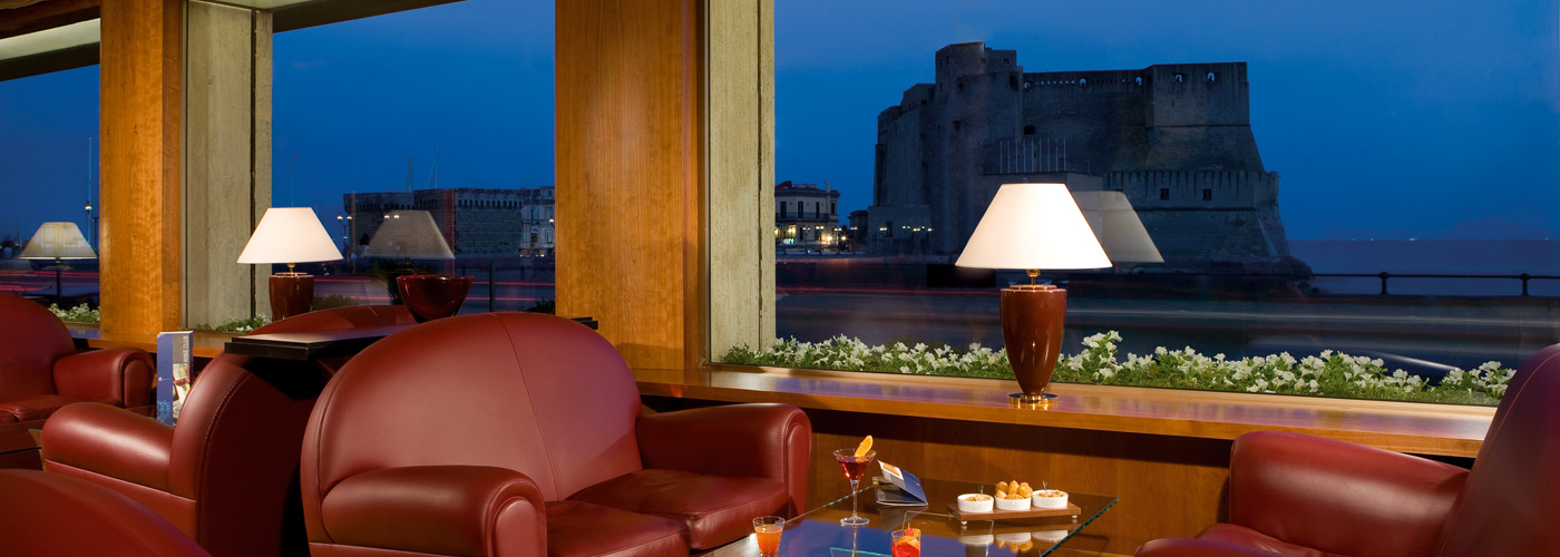 Hotel on the seafront of Naples, a few steps away from the Castel dell'Ovo.