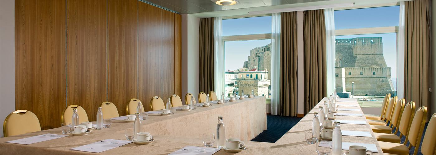 Il Royal Continental ospita un grande centro meeting, sul lungomare di Napoli.