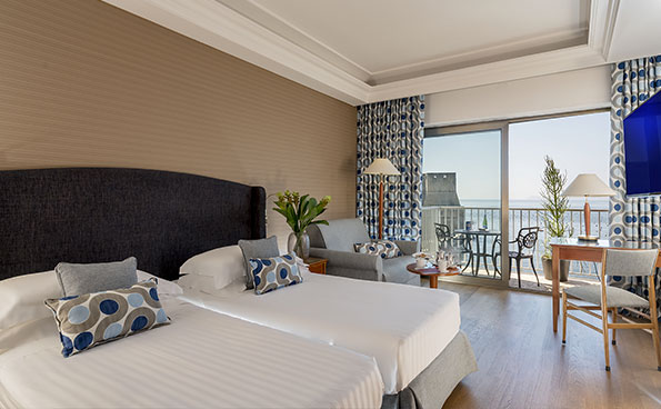 The Superior sea view rooms overlook the bay and the long pedestrian promenade.