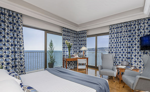 The Junior Suite is a large room with a sea view.